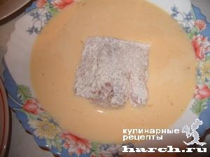 Закуска из рыбы с помидорами, сыром и чесноком
