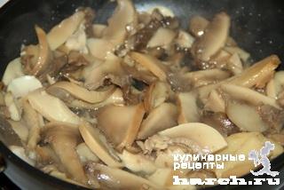 Запеканка из куриного фарша с грибами и омлетом